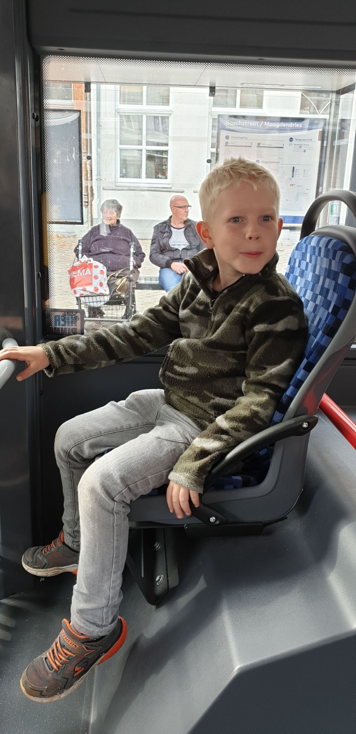 2019-10-26 Mans in Maastricht in de bus
